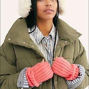 FREE PEOPLE Outside The Lines Armwarmers Hot Pink